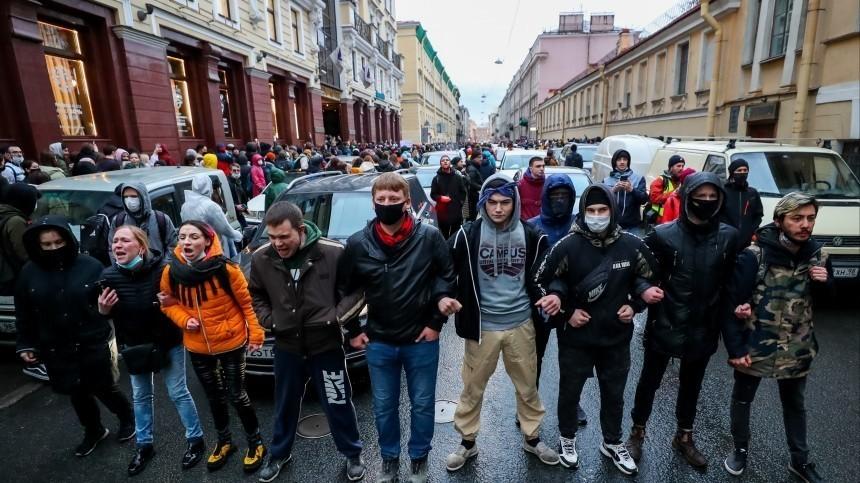 Поучаствовать внезаконной акции вПетербурге вышли чуть больше 4 тысяч человек