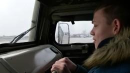 Новосибирские военные исполнили мечту детей, покатав ихнабоевых машинах