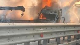 Два человека погибли при столкновении двух грузовиков наКАД вПетербурге— видео