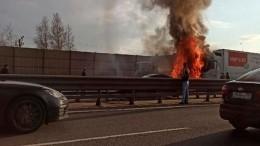 Момент смертельного ДТП сдвумя грузовиками наКАД вПетербурге попал навидео