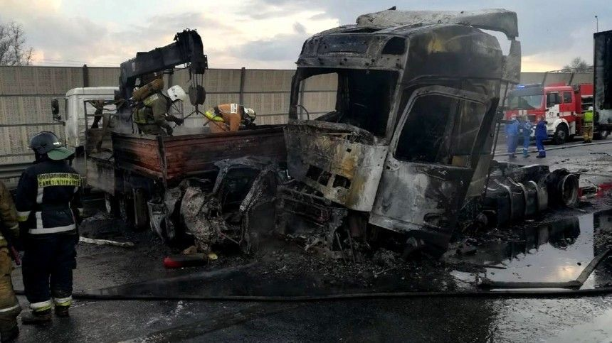 Увеличилось число жертв чудовищного ДТП сгрузовиками наКАД вПетербурге