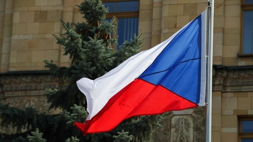 «Саранча— стихийное бедствие»: Захарова высмеяла «дружбу» Чехии состранами Балтии