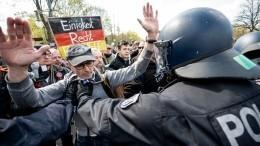 Кулаки, бутылки икамни: Европу захлестнула волна протестов против антиковидных мер