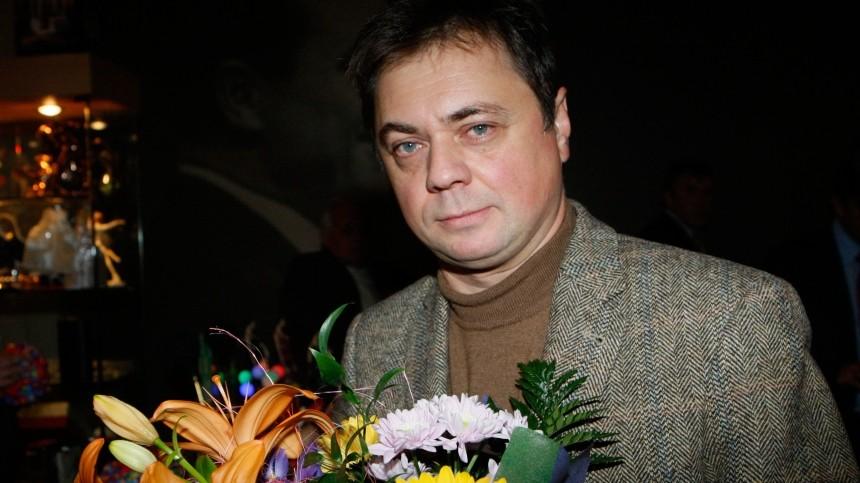 Будут сравнивать: каково Андрею Леонову играть роль покойного отца втеатре?