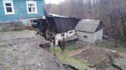 ВНижегородской области два дома развалились пополам из-за схода грунта