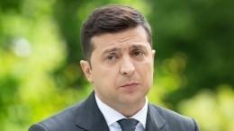 «Это название ТЦвЖмеринке?»— политолог обидее Зеленского встретиться вВатикане