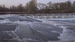Видео: Плотину за160 миллионов рублей прорвало под Волгоградом