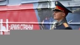 «Мы— армия страны! Мы— армия народа!»— Военный поезд встретили вПетербурге