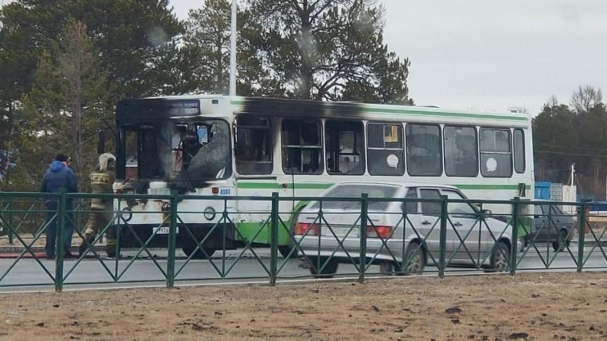 ВНоябрьске автобус спассажирами вспыхнул находу