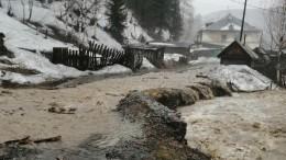 ВМеждуреченске размыло дороги из-за потопа— эксклюзивное видео