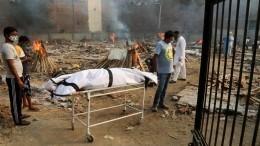 Вечное сияние погребального огня: погибших вИндии отCOVID-19 сотни тысяч