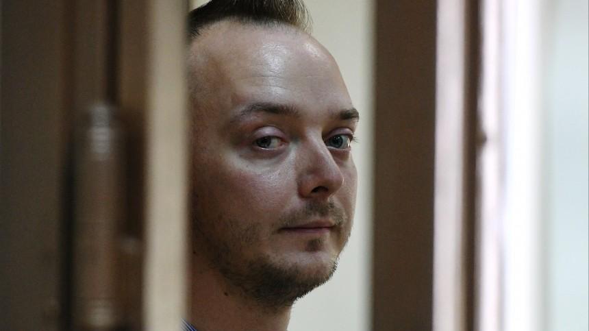 Адвоката обвиненного вгосизмене Ивана Сафронова задержали после обысков