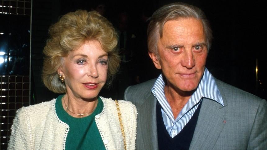 Умерла 102-летняя вдова актера Кирка Дугласа