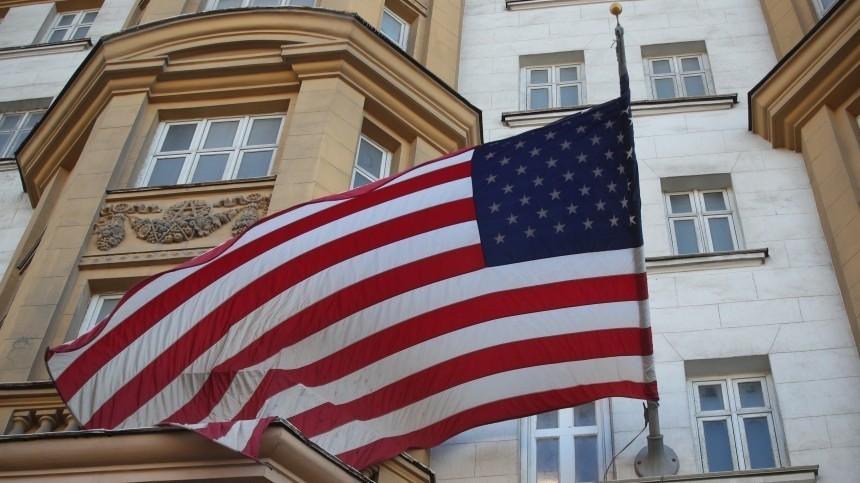 Политолог назвал причину приостановки выдачи виз посольством США вРФ