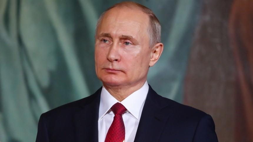 Путин присутствует напасхальном богослужении вХраме Христа Спасителя