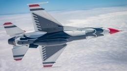 Пилот ВВС США снял видео изкабины вовремя исполнения трюков внебе