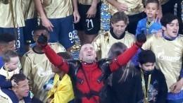 Прямая трансляция салюта вчесть ставшего чемпионом России пофутболу «Зенита»