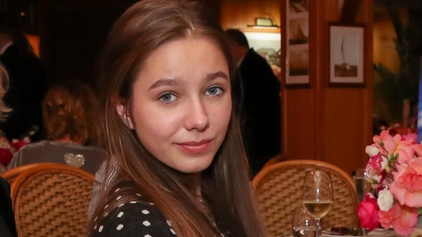 Всети появились редкие кадры дочери Юлии Началовой ссестрой