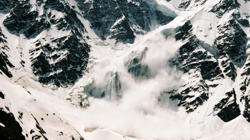 Один погиб, двое пропали: группа туристов попала под лавину вБурятии