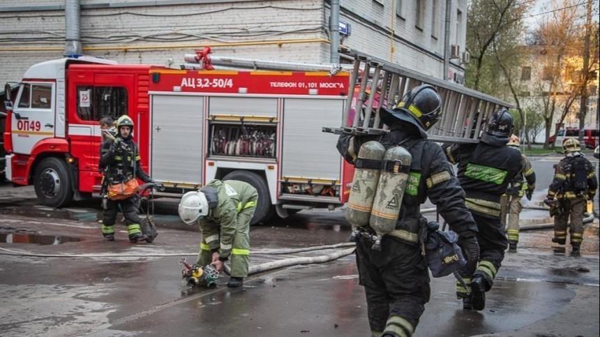 Два человека погибли при пожаре вмосковской гостинице, еще 14 пострадали