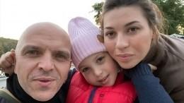 Маленькой дочери солиста «Непары» Александра Шоуа вырезали опухоль увиска