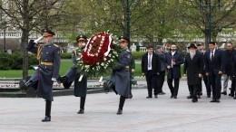 Еврейская община Москвы возложила венок кМогиле Неизвестного солдата— видео