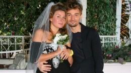 «Сидели наполу ирыдали»: супруг Жанны Бадоевой раскрыл подробности ихразвода