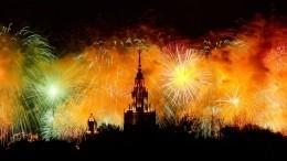 Прямая трансляция праздничного салюта вПетербурге иМоскве вчесть Дня Победы