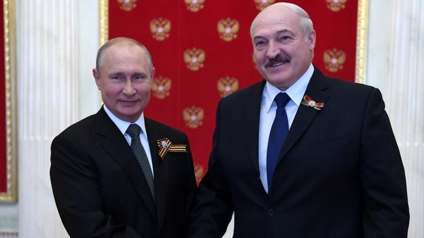 Путин иЛукашенко поздравили друг друга сДнем Победы потелефону