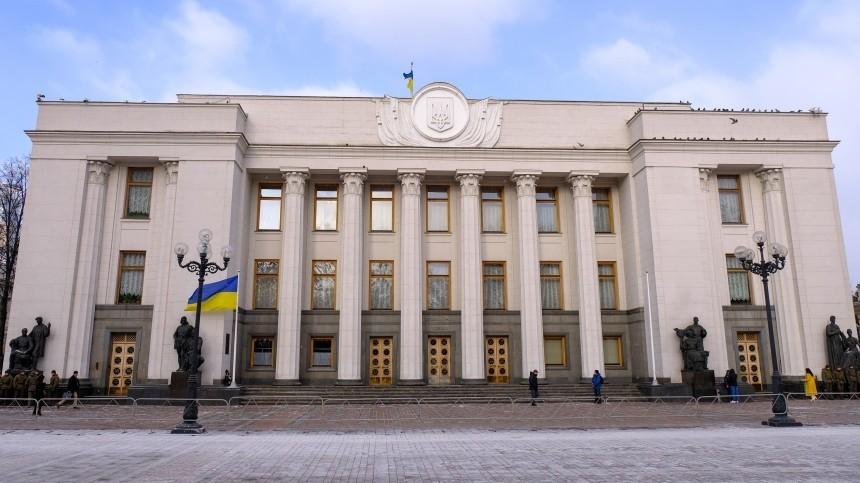 Двум депутатам Рады предъявлены обвинения вгосизмене