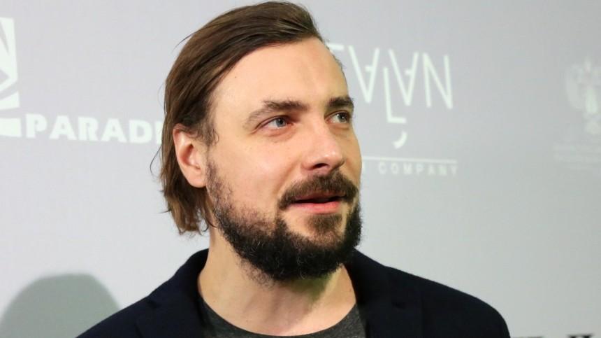 Многодетный актер Цыганов шокировал признанием ободной издочерей