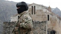 Макрон наармянском призвал Баку вывести войска стерритории Армении