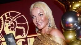 «Олег, встудию»: Волочкова показала возлюбленного ивпервые дала сним интервью