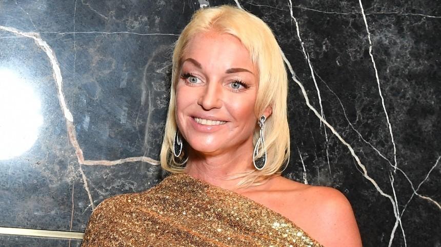 Няня вместо ухажера: Волочкова рассказала ожизни сновым партнером