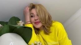 «Рядом моя любимая»: Успенская поделилась фото свернувшейся кней дочерью
