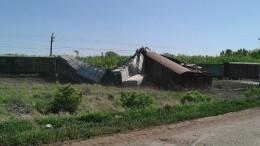Видео сместа схода вагонов грузового поезда вСамарской области