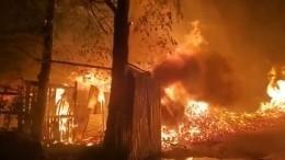 Мощный пожар вспыхнул наскладе вПодмосковье— видео ифото