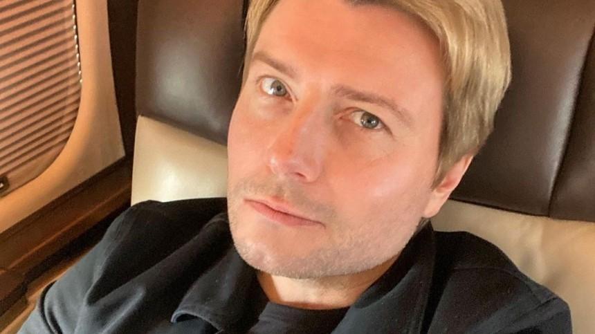 Басков заинтриговал поклонников фото снеизвестной брюнеткой вмокрой рубашке
