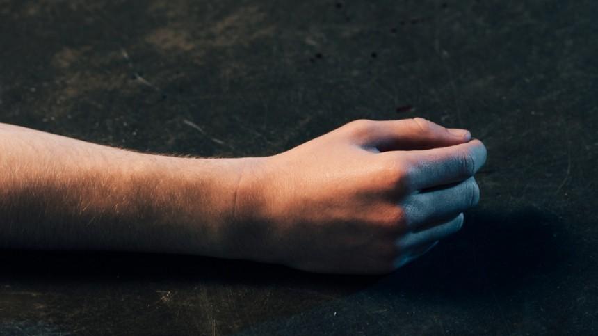 Тело мужчины сушибами нашли всалоне эротического массажа вПетербурге