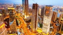 Видео: небоскреб ссотнями людей вКитае внезапно начал шататься