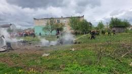 Военный самолет вБелоруссии врезался вчастный дом— видео