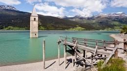 Затопленная 70 лет назад деревня вИталии показалась из-под воды— видео