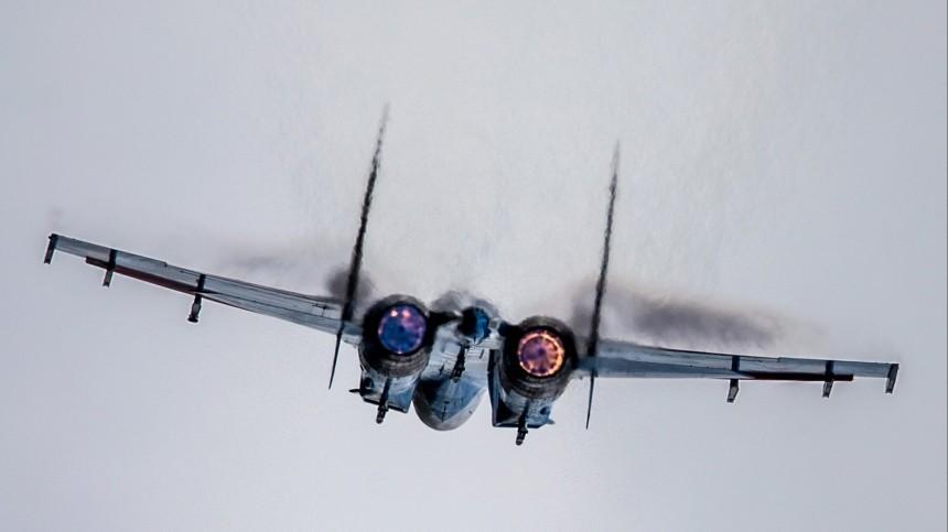 Су-27 отпугнул американский бомбардировщик отграницы РФнад Балтикой