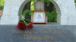 Намогиле Пушкина началась реставрация: какие загадки имистика окружают похороны поэта?