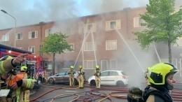 Мощный пожар охватил жилой комплекс имечеть вГааге— видео