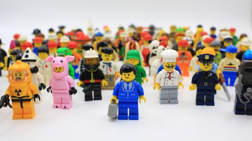 Границы толерантности: LEGO объявила овыходе нарынок ЛГБТ-набора