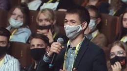 Студент через Пескова попросил Путина лично вручить орден своей матери