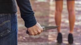 Неизвестный сножом изнасиловал школьницу под Москвой вовремя пробежки влесу