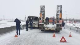 Шесть человек пострадали вДТП савтобусом итягачом вНорильске— видео