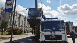 Названа предварительная причина ДТП с«вставшим надыбы» автобусом вПетербурге
